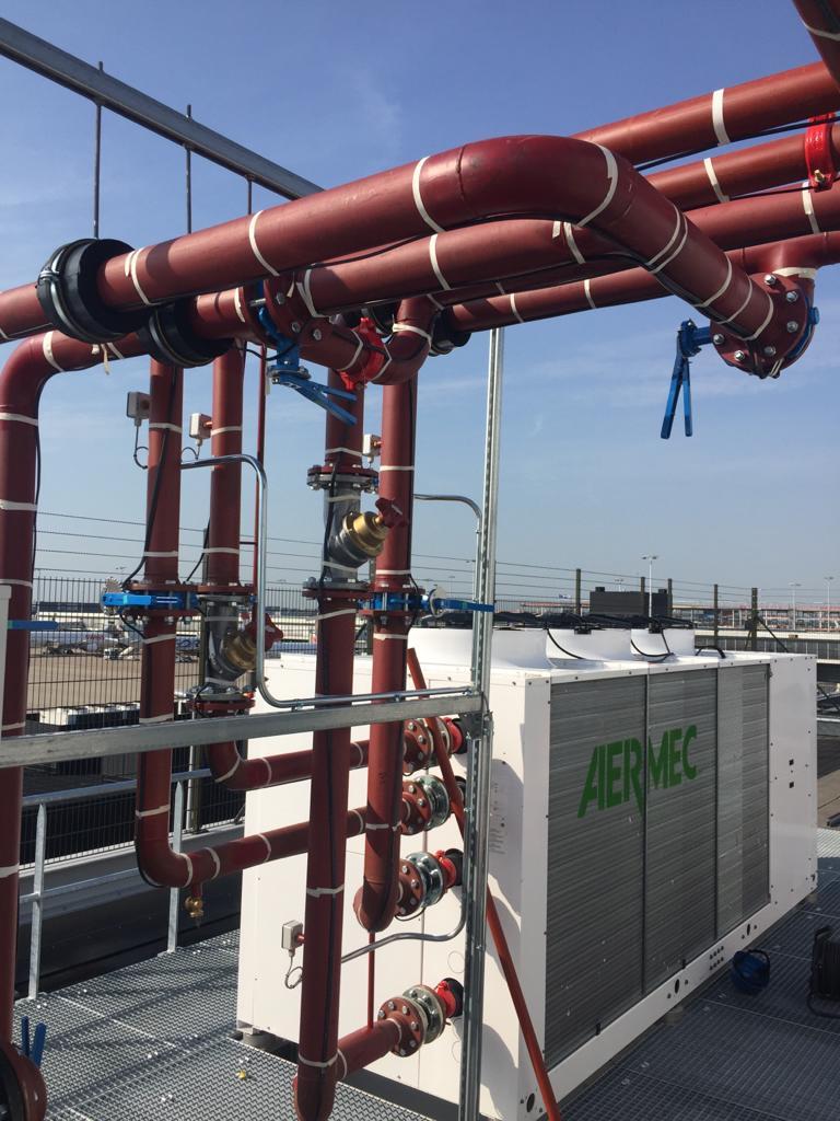 Door ons geïnstalleerde lucht-water warmtepomp Schiphol